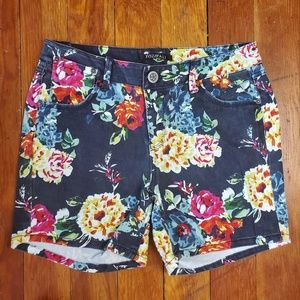 Roz & Ali Floral Jean Shorts Highwaisted Size 6
